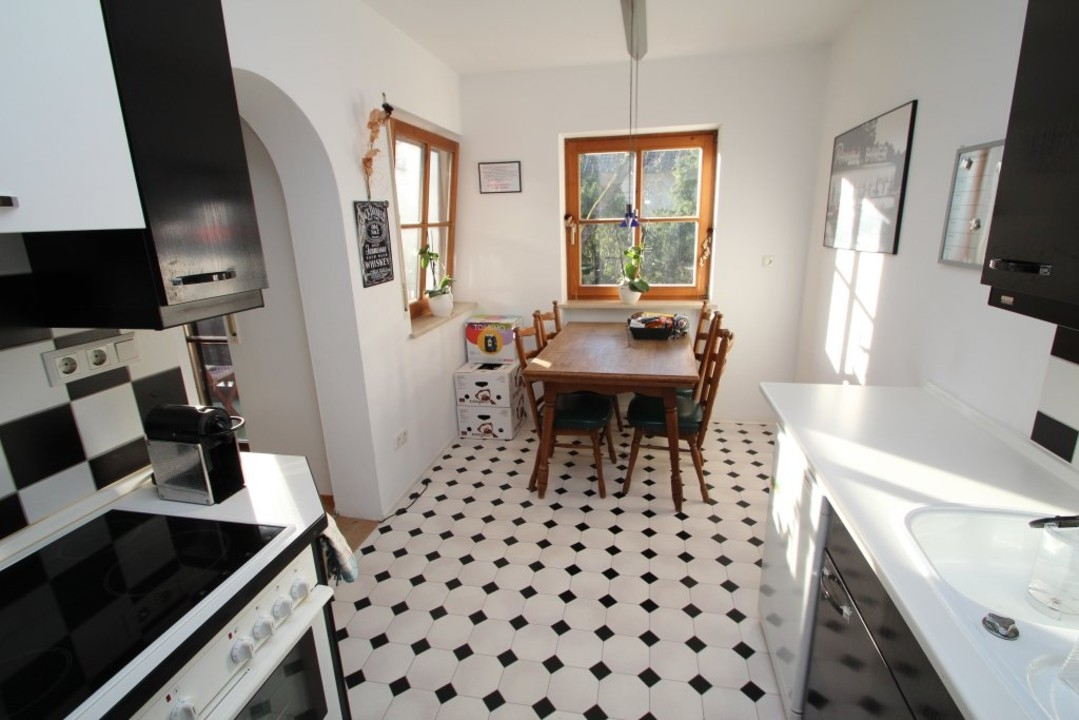 vermietet 2 zimmer wohnung zur miete in tutzing am starnberger see loeger immobilien. Black Bedroom Furniture Sets. Home Design Ideas